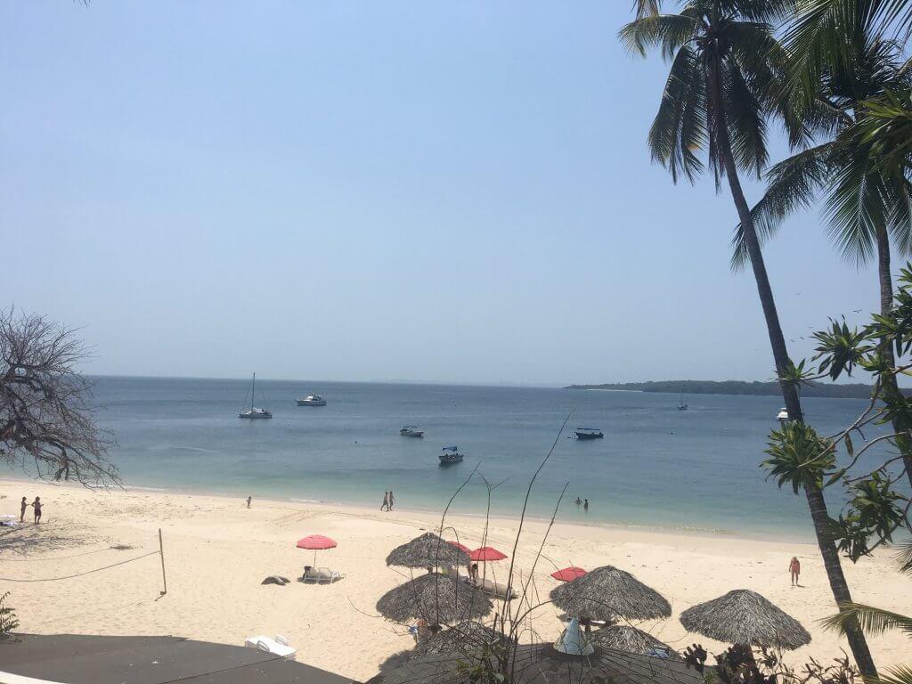 playa cacique contadora island