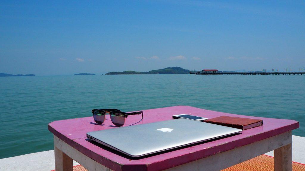 digital nomad computer ocean
