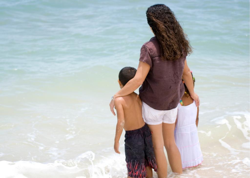 mom kids beach