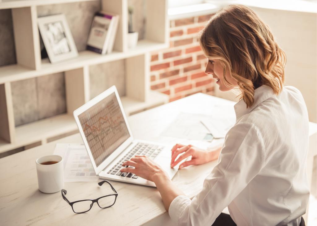 woman business computer